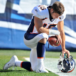 Tebow takes a knee for a brief prayer before each game (Newcom)