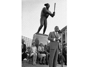 (AP) Stan speaking at the dedication of his statue outside Busch Stadium Aug. 5, 1968